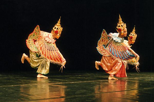 1418b6641 The dance of the half-human, half-bird kinnaris reflects ancient animal  movements Jukka O. Miettinen