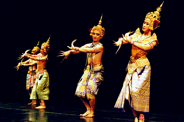 67fe8b75d Central Thai classical dance inspired by the southern style Jukka O.  Miettinen. Traditionally ...