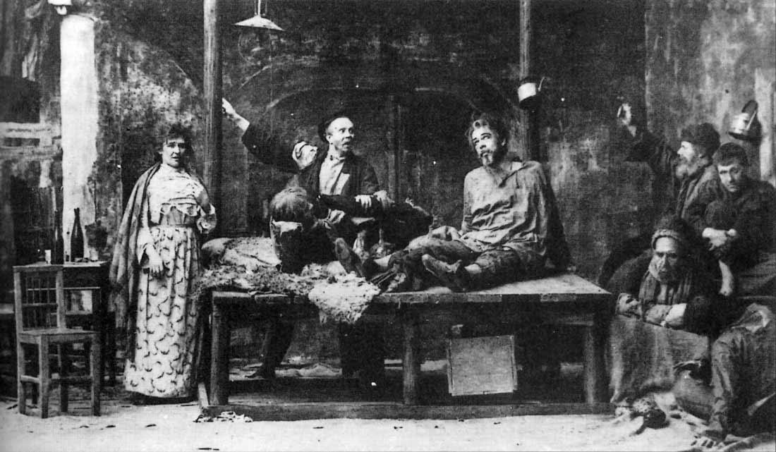 Stanislavskin ohjaus Gorkin näytelmästä Pohjalla, Moskovan Taiteellinen Teatteri, 1902 [Ronald Harwood: All the World's a stage. 1984]