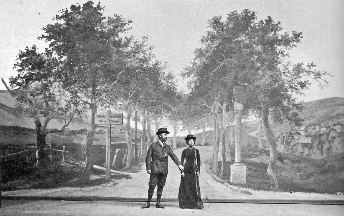 Strindberg, Tie Damaskokseen, kantaesitys, 1900. Oikealla Harriet Bosse. [Carl-Gustav Pettersson & Theres Smids: Teaterhistoria. 1995]