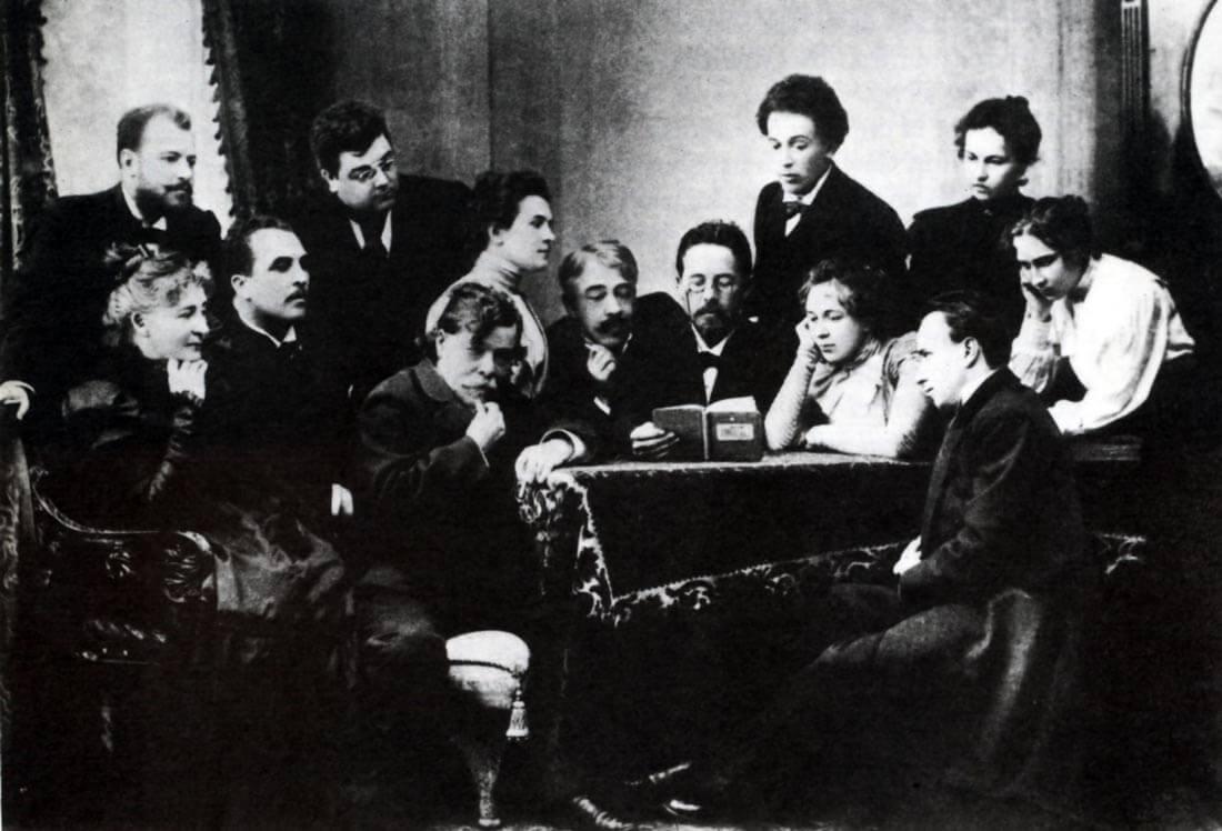 Tšehov, lukuharjoitus Moskovan Taiteellisessa Teatterissa. [Ronald Harwood: All the World's a stage. 1984]
