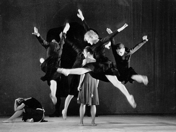 Bernardan talo, koreografia Mats Ek, ensi-ilta Oopperassa 1980 [Kari Hakli, Suomen Kansallisoopperan arkisto]