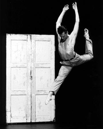 Huuto, koreografia (1984) ja tanssi Jorma Uotinen [Esa Hytönen]