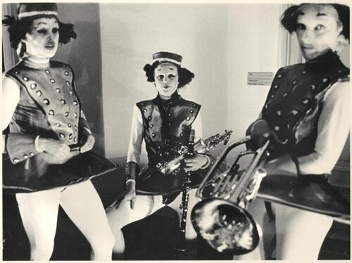 Der Raum 1987, kuvassa Soile Lahdenperä, Elina Hurme, Kirsi Monni [Erja Dammert, Kekäläinen & Company arkisto]