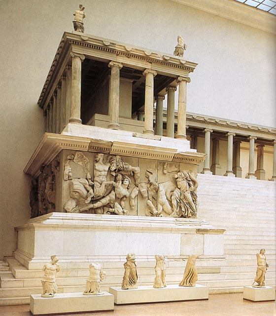 Pergamonin Zeuksen alttaria, n. 175 eaa. [Staatliche Museum, Berliini]