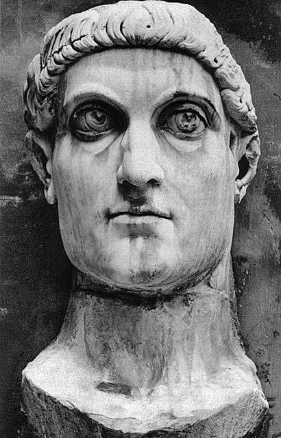 Konstantinus Suuren kolossaalipatsaan pää, 300-luvun alku jaa. [Musei Capitolini, Rooma]